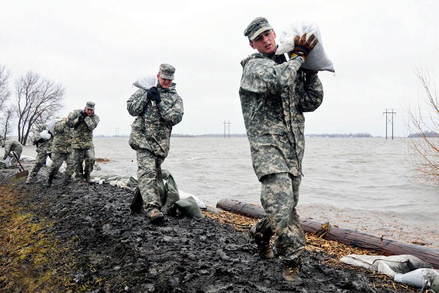 Baricade de nisip la inundații